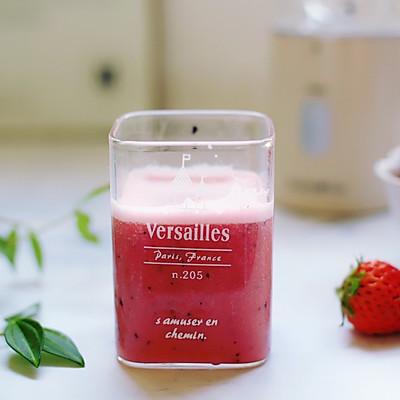 草莓养乐多果汁
