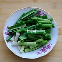 蒜苗炒鸡块 春天餐桌上少不了的那抹绿的做法图解5
