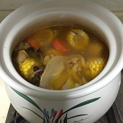排骨玉米煲汤