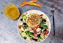 #今天吃什么#金枪鱼沙拉肉松拌饭的做法