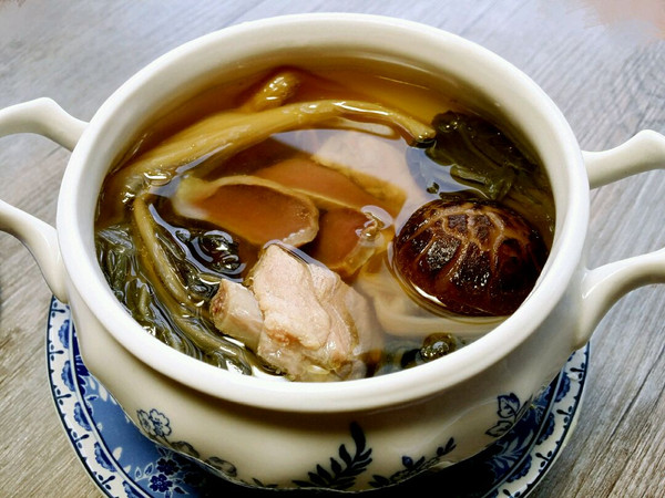 汤汤水水【白菜干花菇陈肾汤】的做法