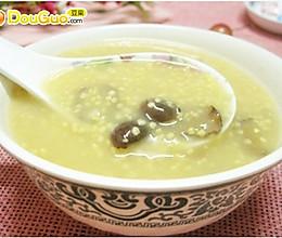 健胃消食:小米红枣粥的做法