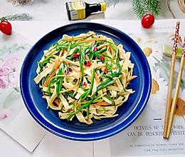 #我们约饭吧#韭菜炒千张的做法