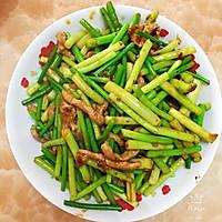 #憋在家里吃什么#年味十足的蒜苔肉丝的做法图解5