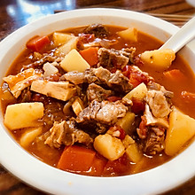 超嫩超浓郁的番茄牛腩煲,汤浓肉软喷香美味,冬天家人的最爱