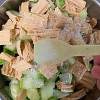 腐竹花生米拌黄瓜的做法图解9