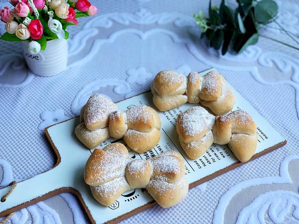 奶香浓郁蝴蝶结面包的做法