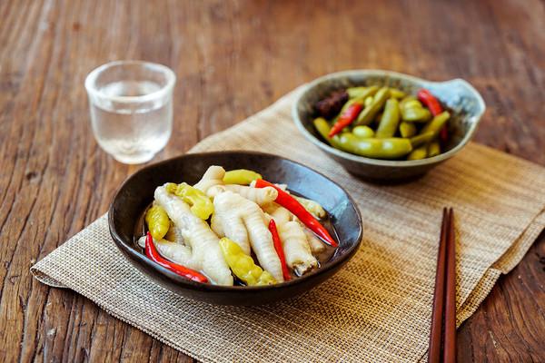 泡椒凤爪 x 盐水毛豆 | 日食记的做法
