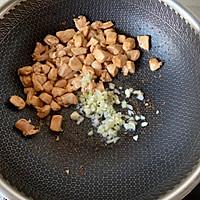 青红椒炒鸡丁的做法图解3
