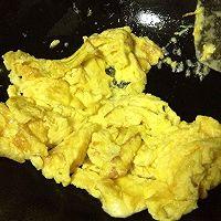 香菇炒鸡蛋的做法图解3