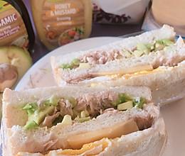 营养早餐:牛油果金枪鱼芝士三明治的做法