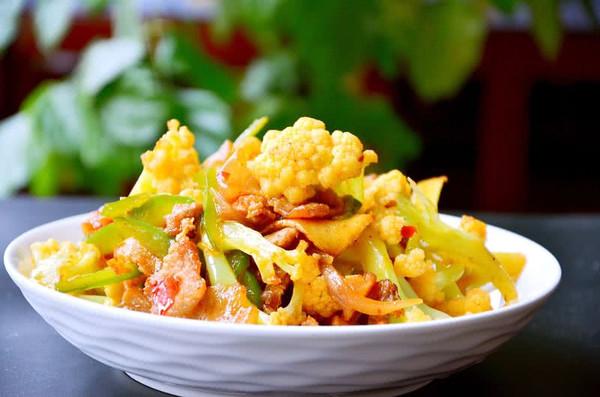 干锅有机花菜炒肉片的做法
