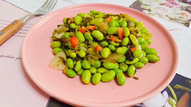 雪菜炒毛豆咸香味美的做法
