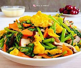 #换着花样吃早餐#茼蒿炒鸡蛋香菇胡萝卜的做法