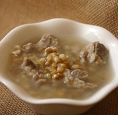象牙丝浮小麦猪骨汤