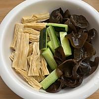凉拌黄瓜腐竹的做法图解3