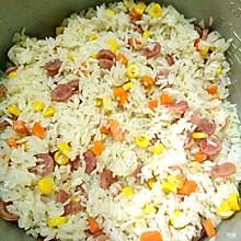 胡萝卜丁玉米粒腊肠焖饭