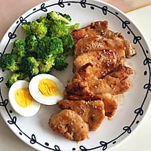 减肥健身餐-鸡胸肉、西兰花