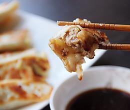 #憋在家里吃什么#现做现吃的白菜猪肉锅贴的做法