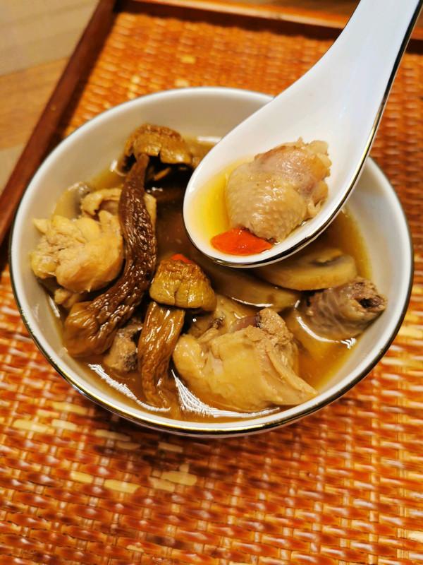 姬松茸口蘑鸡汤-一口寻鲜的做法