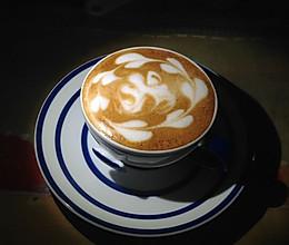 拿铁--雕刻花式咖啡的做法