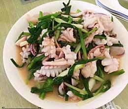 #餐桌上的春日限定#香葱炒鲜鱿鱼的做法