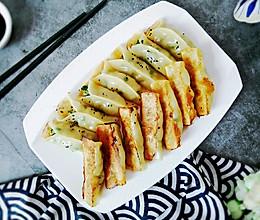 #今天吃什么# 不会包饺子?那就试试这锅贴,调馅是关键的做法
