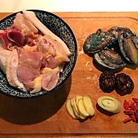 春季养生鲜鲍鱼土鸡汤的做法图解1