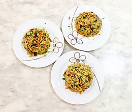 时蔬黑椒牛肉粒火腿黄金炒饭的做法