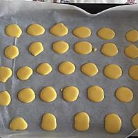 超级简单不需黄油的蛋黄饼干的做法图解2