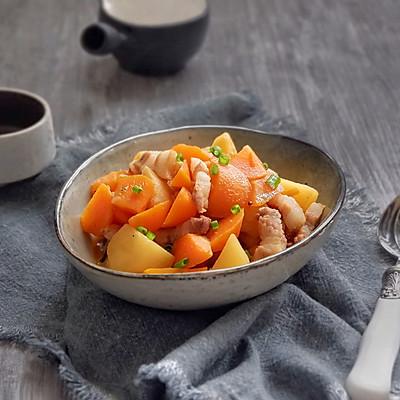 五花肉炖土豆胡萝卜
