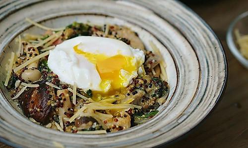 蘑菇奶酪藜麦烩饭的做法