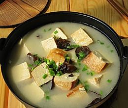 黑木耳炖冻豆腐的做法