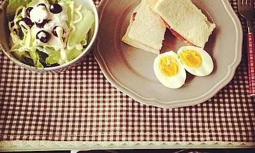 之简单早餐(三明治+蔬菜沙拉+白煮蛋)#日食记#的做法