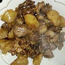 鸡胗炖土豆。东北炖菜。