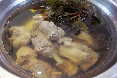 除湿气的红根排骨汤
