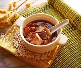 红莲墨鱼猪肚汤的做法