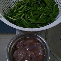 韭菜猪肝汤的做法图解1