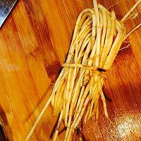 去湿解热必备 马蹄甘蔗茅根水的做法图解2