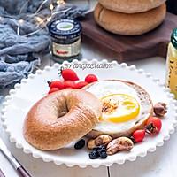 #硬核菜谱制作人#低卡黑麦豆乳贝果&萌物小太阳煎蛋的做法图解25
