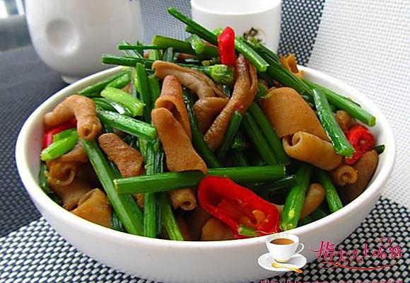韭菜花炒鸭肠的做法