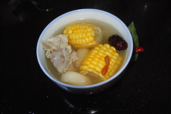 马蹄玉米排骨汤的做法