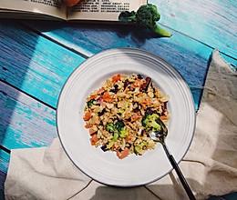 #做道懒人菜,轻松享假期# 花菜版炒饭的做法
