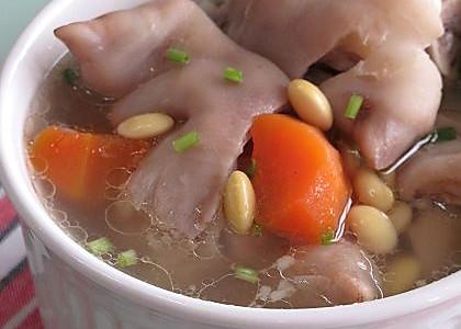 黄豆猪蹄汤 的做法