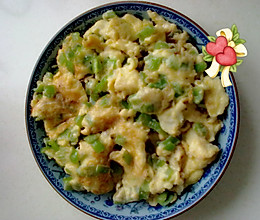 青椒丁炒鸡蛋的做法