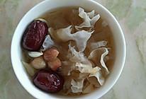 滋润一夏:红枣莲子百合银耳糖水的做法