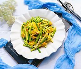 #多力金牌大厨带回家-上海站#春天的颜色:蒜薹炒鸡蛋的做法