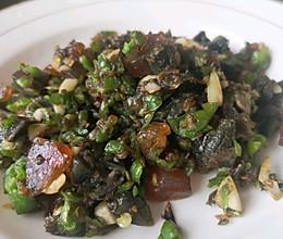 辣椒炒皮蛋的做法