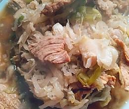 东北酸菜炖肉肉的做法