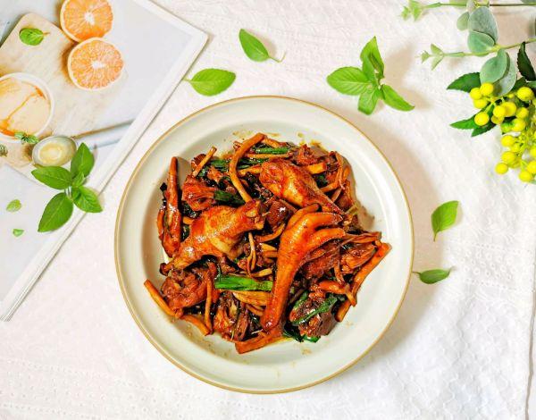茶树菇焖鸡的做法